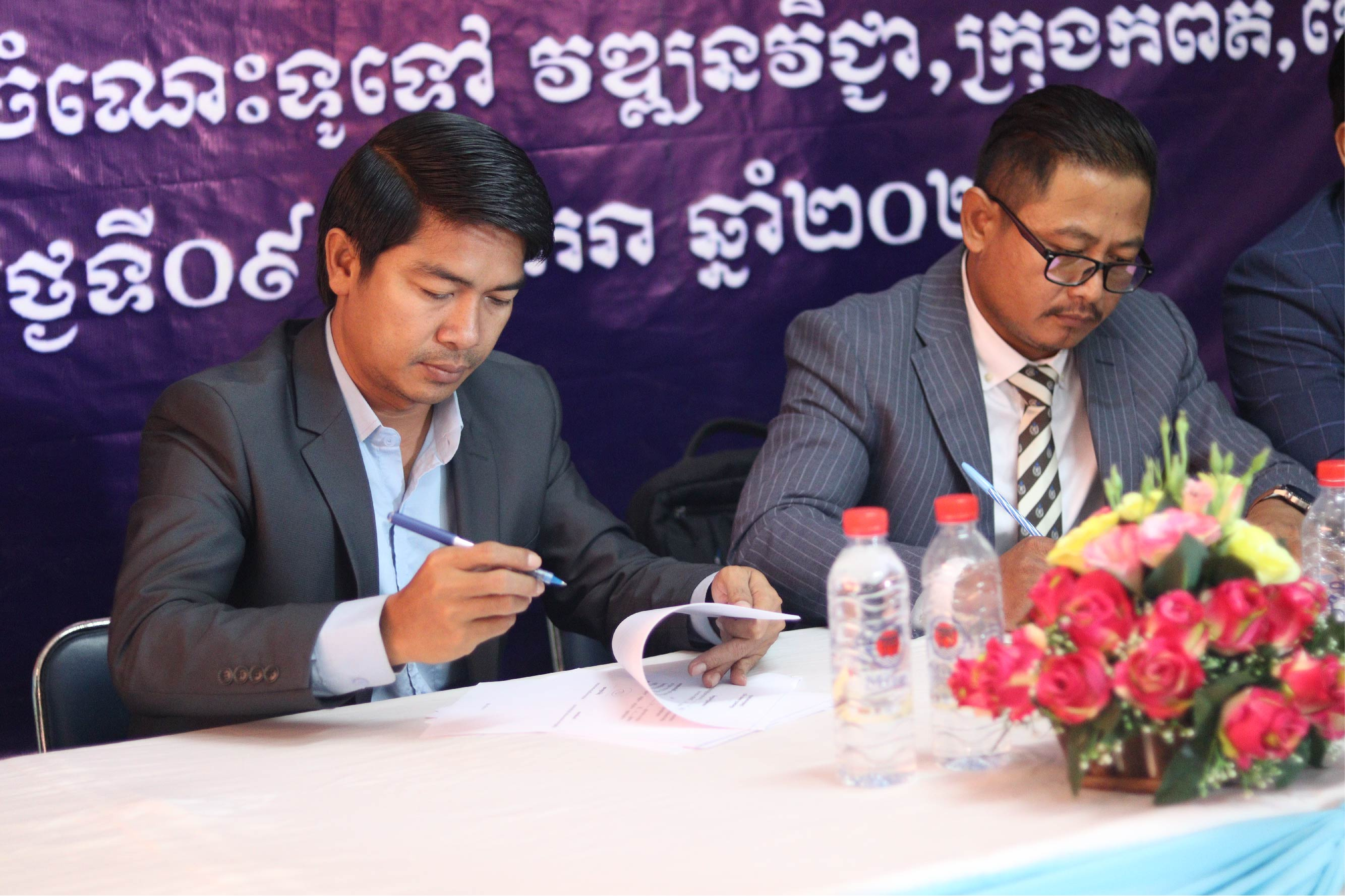 Signing between the Principal of Private School of Vattanac Vichea and the Principal of Mirai Japanese Language School (Kampot Branch)